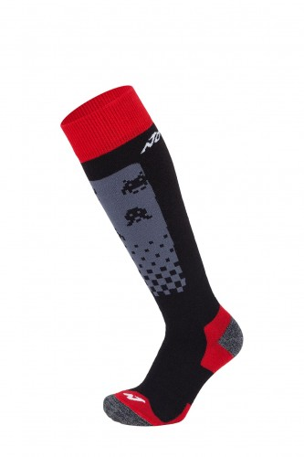 10930_Col 51_Black grey red_All mountain JR 2pp.jpg